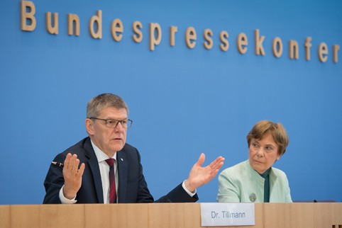 Transparency International Germany Dances with the Chemical